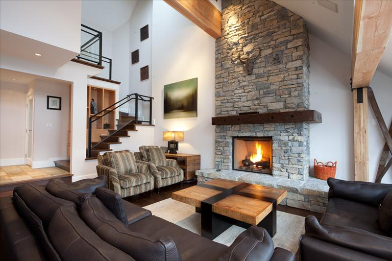 Luxury Accommodation Whistler Pinnacle Ridge 1-877-887-5422 Main Photo